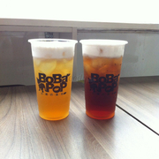 Chi nhánh này khá nhỏ, nóng và vắng khách. Chủ yếu là mua về. Theo mình thấy bobapop là nơi có trà sữa bán khá rẻ so với nhiều hãng khác. Mà theo mình thấy thì trà sữa bobapop uống khá ngon chỉ có điều có 1 vài loại hơi ngọt.