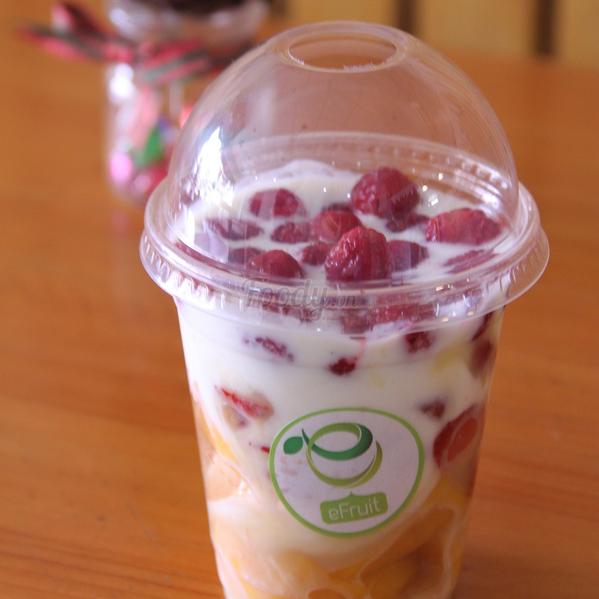 yaourt-phuc-bon-tu-xoai-dua-gang