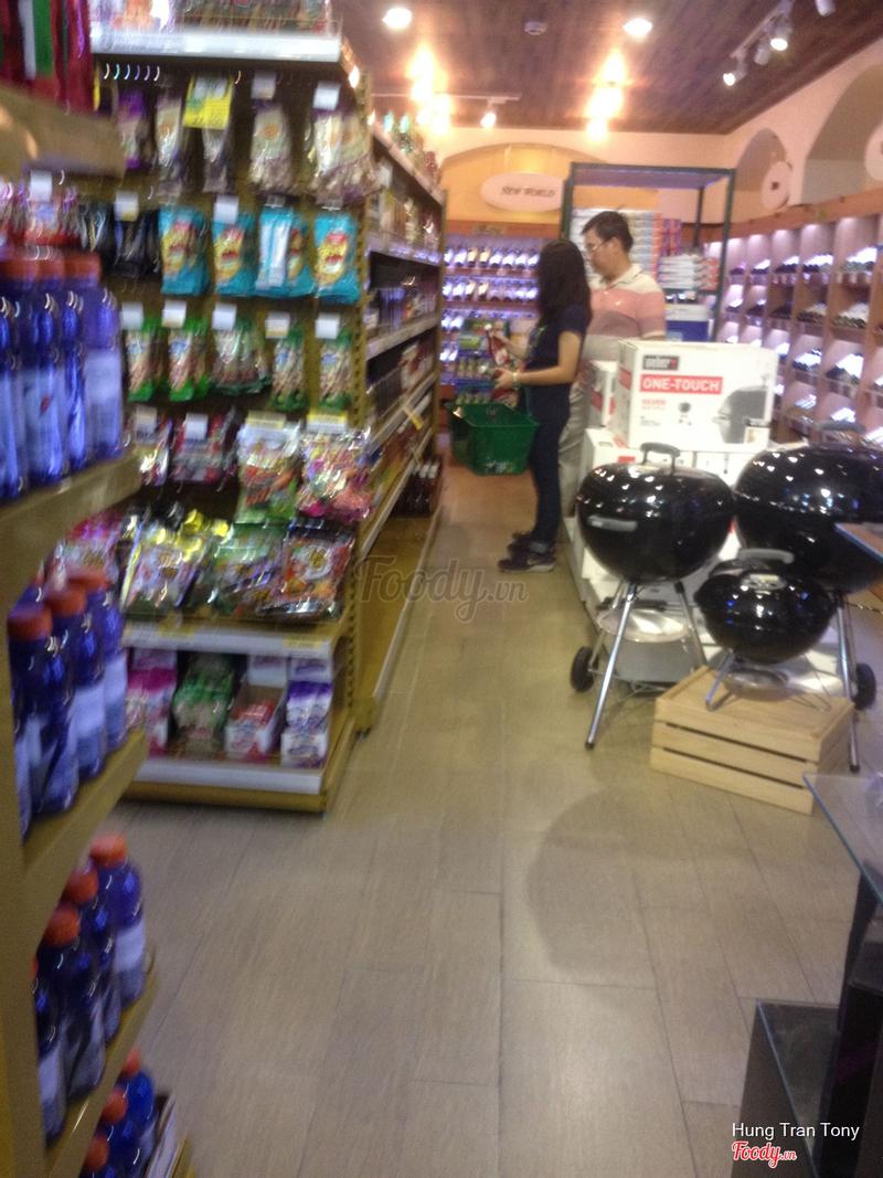 Lối đi bên trong siêu thị
