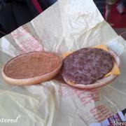 bên trong cheesse burger