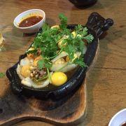Trứng non lòng gà cháy tỏi nhen
