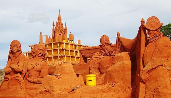 """Парк """"Забытая земля песчаных скульптур"""" (Forgotten Land) открылся на юге Вьетнама"""