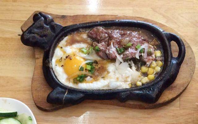 Mặt Trời Đỏ - Beefsteak, Hủ Tiếu & Miến Gà ở Lâm Đồng