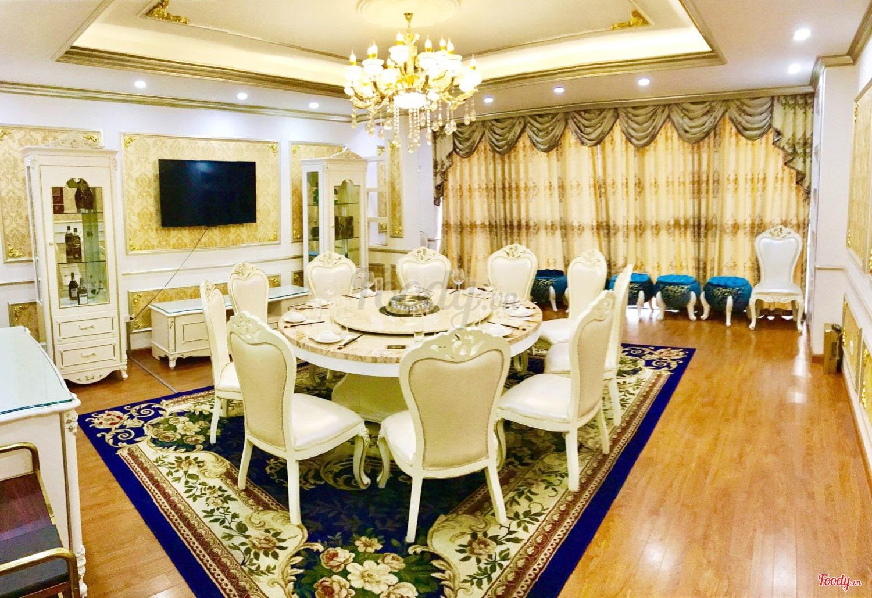 Nhà hàng không gian đẹp Tân Hoàng Gia