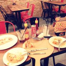 Pizza Hut - Lê Văn Sỹ