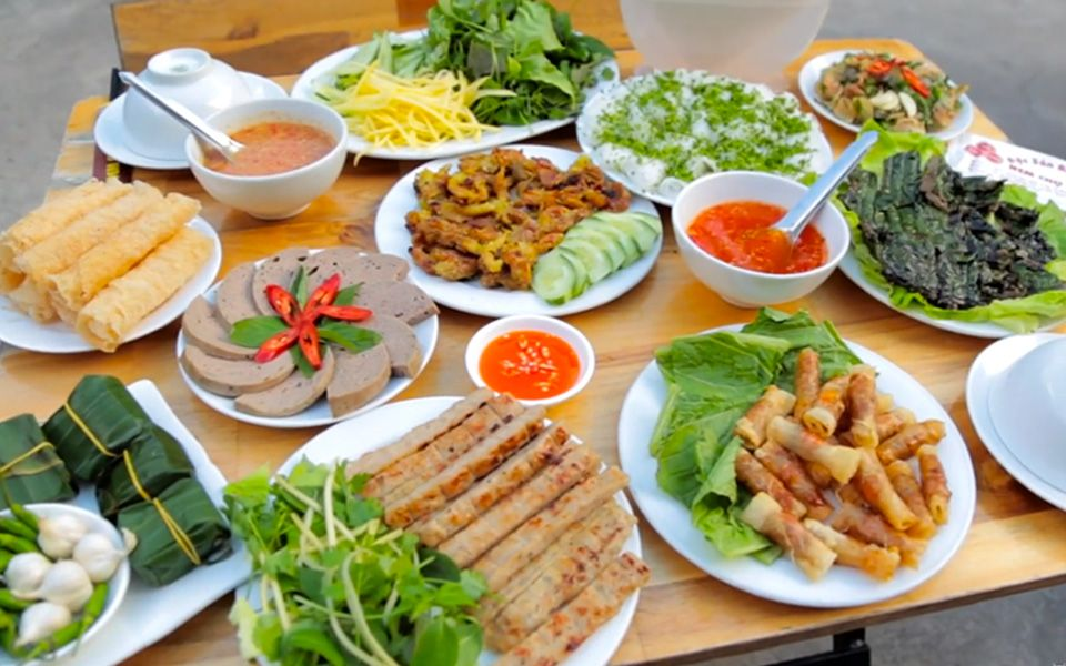 Quán Nem Chợ Huyện - Đặc Sản Bình Định - Bạch Đằng