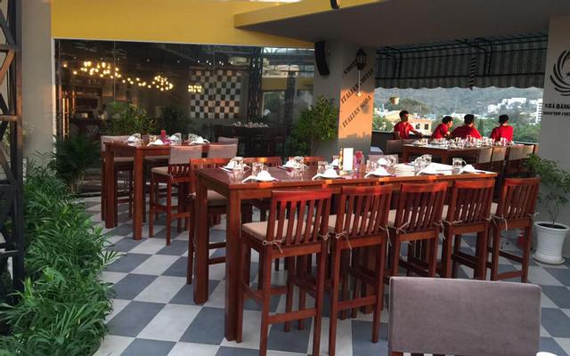 Rooftop - Coffee & Restaurant ở Vũng Tàu