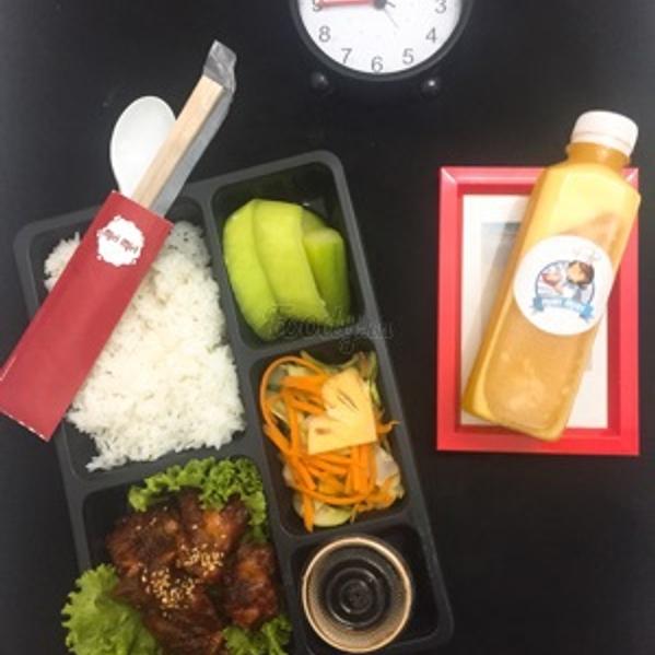 combo-1-suat-com-tu-chon-theo-menu-1-chai-nuoc-ep-trai-cay