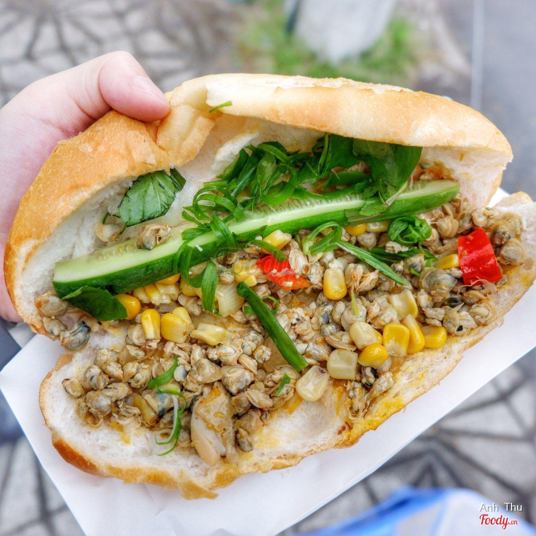 Bánh mì hến - Vị bánh mì cực kì là miệng từng gây cơn sốt tại Sài Gòn.