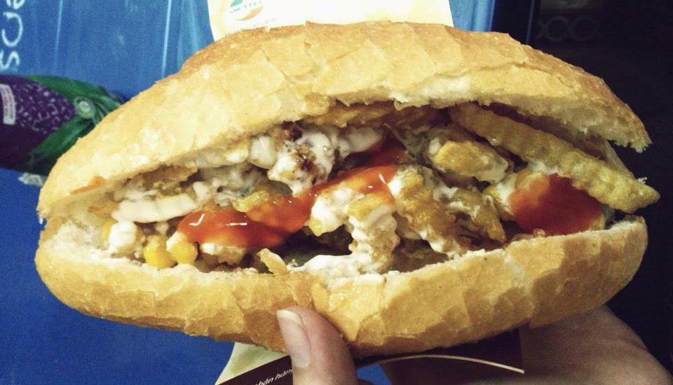 Cô Ngà - Bánh Mì Nem Khoai