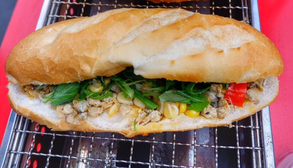Bánh Mì Hến & Chả Cá