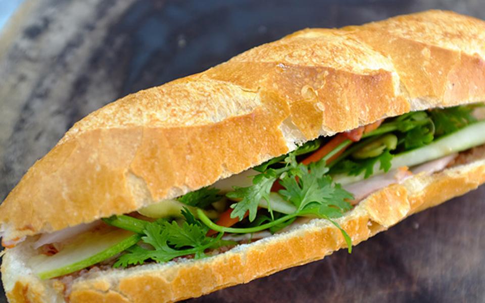 Bánh Mì Chả Cá Nóng 383