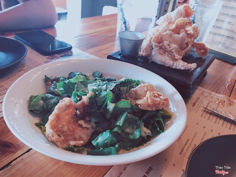 Salad Ceasar & Da gà chiên giòn