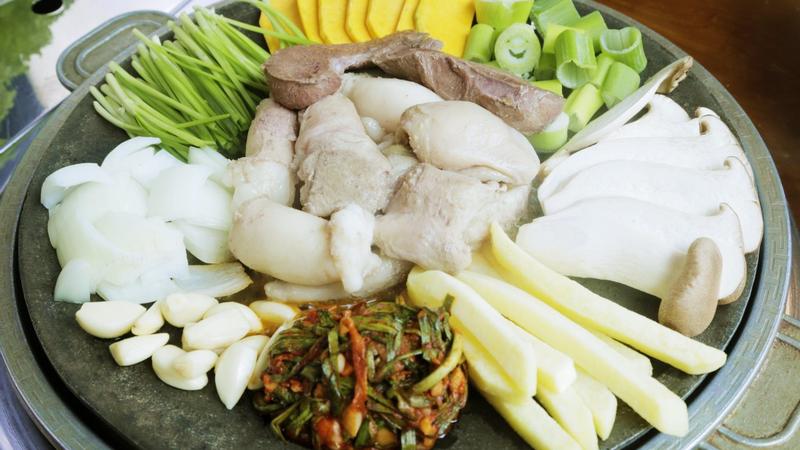 """Chẳng cần sang Hàn cũng ăn """"BẠCH TUỘC XÀO CAY"""" cực hợp ngày lạnh"""